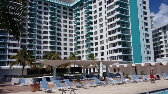 Seacoast Suites Hotel Vista Del Edificio Desde La Piscina