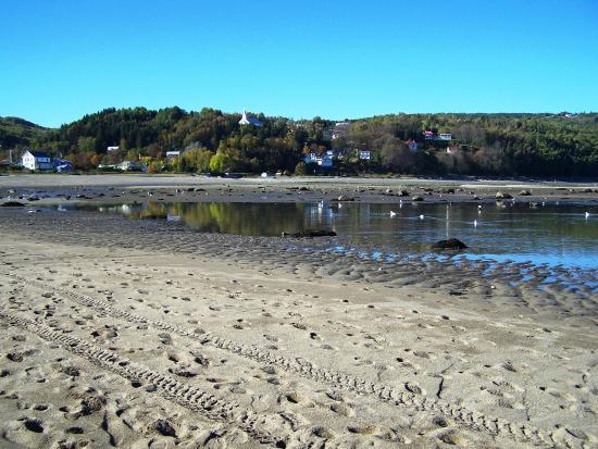 Saint-Irenee, Canadá: Le village de Saint-Irénée vu de la plage