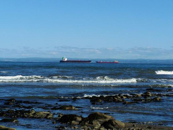 Saint-Irenee, Canadá: Le trafic maritime, plage de Saint-Irénée