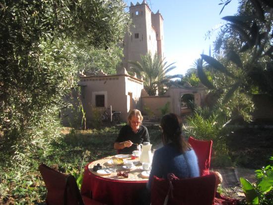 Petit d jeuner dans le jardin picture of kasbah ait abou for Auberge le jardin dantoine