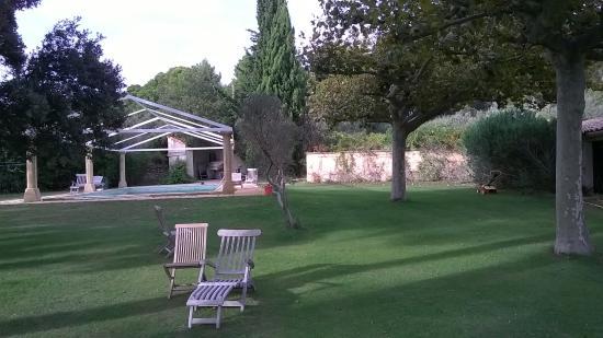 Mas de la Rabassiere : Tuin en zwembad