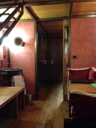 Cour Des Loges: Chambre Petite Mezzanine Espace Bas.