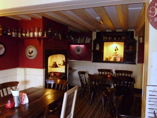Lamb & Flag Inn: comfy interior