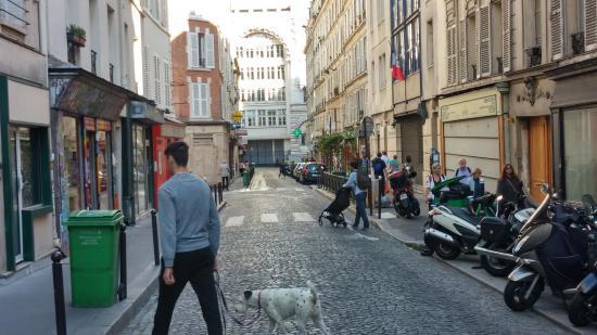 Paris-Oasis: Calle del hotel