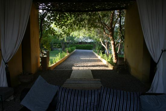 Fawakay Villas: looking out from back of Villa Sannor
