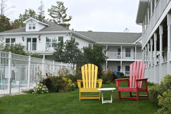Bay Breeze Resort: hotel grounds