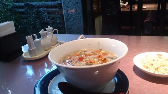 Gogo Rosaikan: 酸辣湯麺と半チャーハン