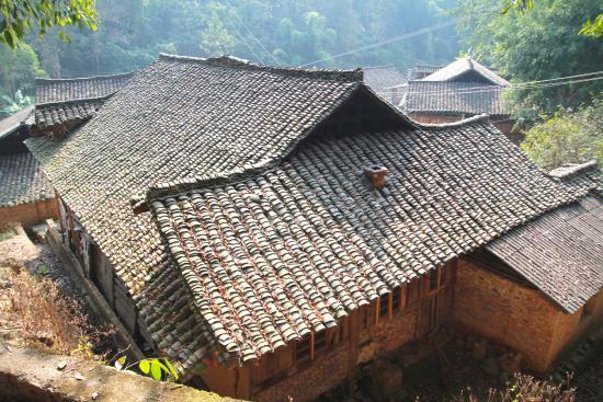 Xingyi, China: 石積みの家