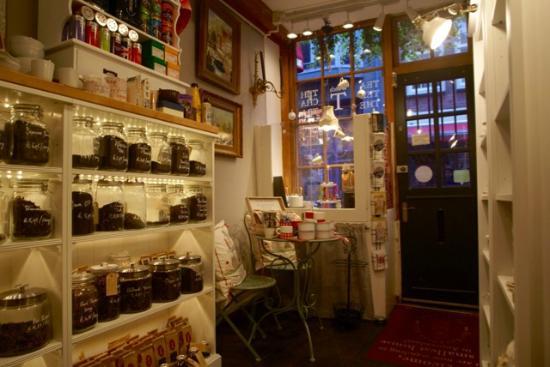 Interieur winkel het kleinste huis van amsterdam foto van het