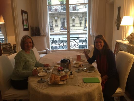 Bed and Breakfast VIP Champs Elysees: Morning Breakfast room