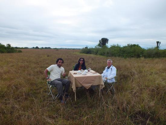 Queen Elizabeth National Park, Uganda: Breakfast in the bush