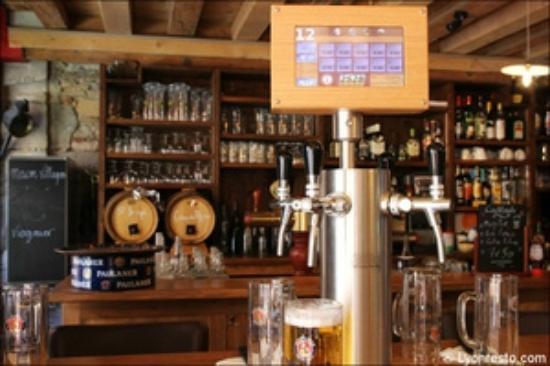 La mouss'tache : tireuse a bière sur table