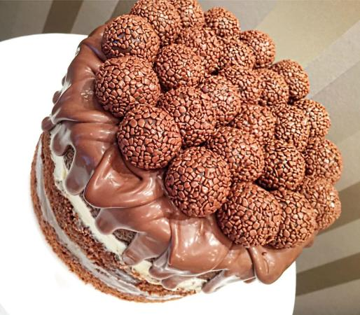 Receita de Naked Cake de Brigadeiro Gourmet com Brigadeiro