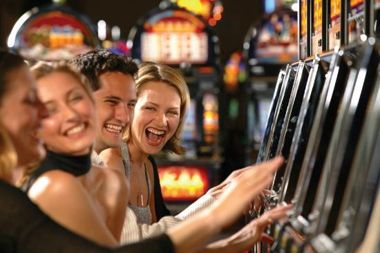 Wheeling Island Hotel Casino Racetrack: 1400 Slot Machines