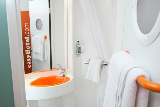 easyHotel Glasgow City: Bathroom