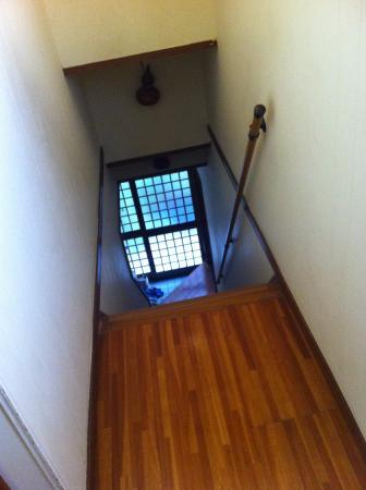 Guest House Bola-Bola: Dois quartos no andar de cima, banheiros no andar de baixo