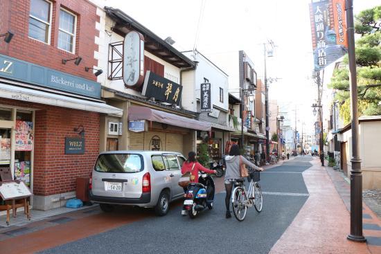 Guest House Bola-Bola: A rua paralela onde fica a padaria