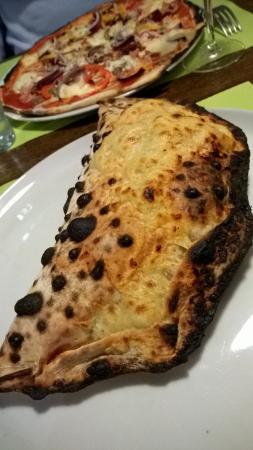 Pizzeria Da Iolanda : Pizza calzone