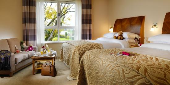 Killyhevlin Lakeside Hotel & Chalets: Killyhevlin Lakeside Hotel and Chalets bedroom with two five foot beds