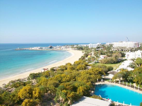 Grecian Bay Hotel: Вид из номера с боковым видом на море