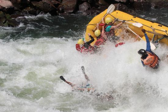 Safpar Rafting Company - Day Tours : rip-roaring rapids