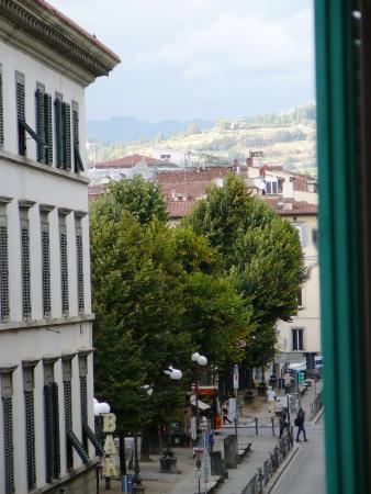 Hotel Nazionale: вид на площадь независимости (Piazza della Indipendenza)