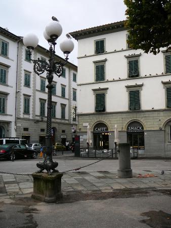 Hotel Nazionale: площадь Независимости (Indipendenza)