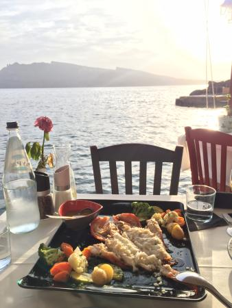 Ammoudi Fish Tavern: Закат сбоку