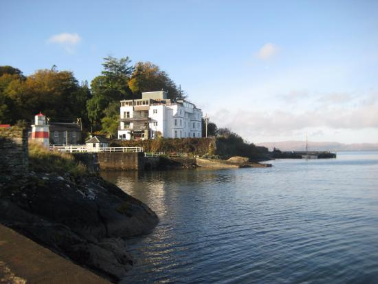 Crinan, UK: view of the hotel from the pier
