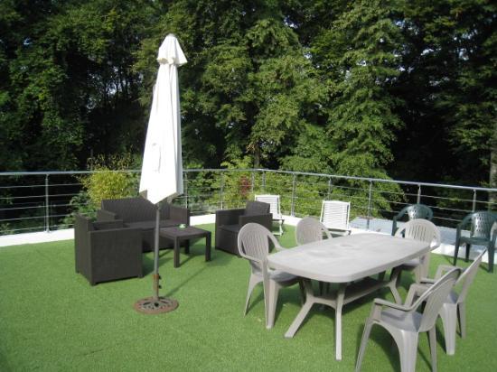 Terrasse et salon de jardin - Picture of Chambres d\'hotes Les Roches ...