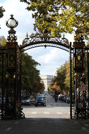 París, Francia: Beautiful gate - can you see the arc?