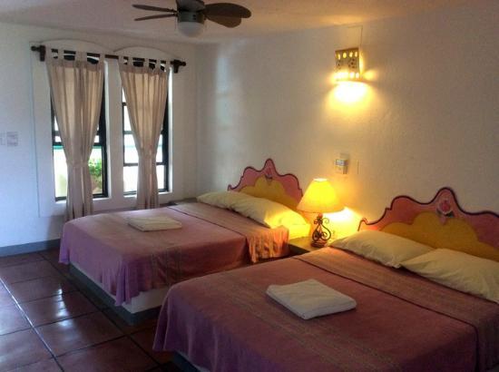 Hotel Flor de Maria: Typical room