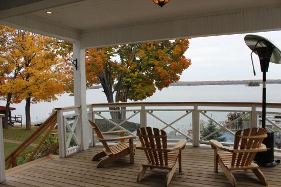 North Kawartha, Kanada: Main building resort patio