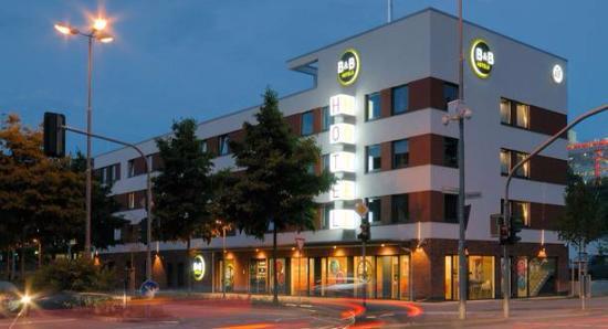 B&B Hotel Kaiserslautern: Fachada del hotel