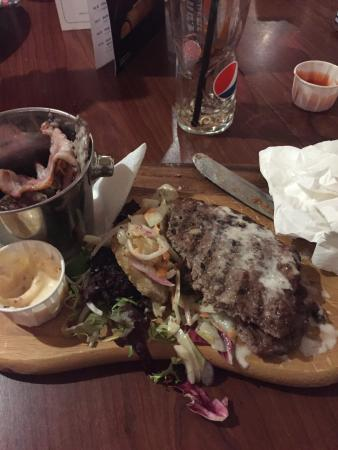 Cambuslang, UK: Went to an Italian and was convinced by an Italian to try the burger which I did.  Jeeso that wa