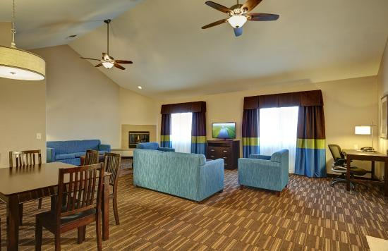 Hampton Inn Morgan Hill: Looking for some extra room to stretch out and relax?