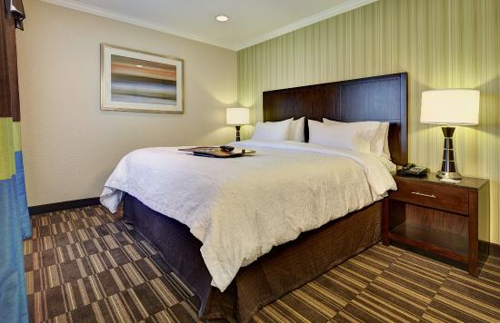 Hampton Inn Morgan Hill: Enjoy clean, fresh, comfortable rooms.