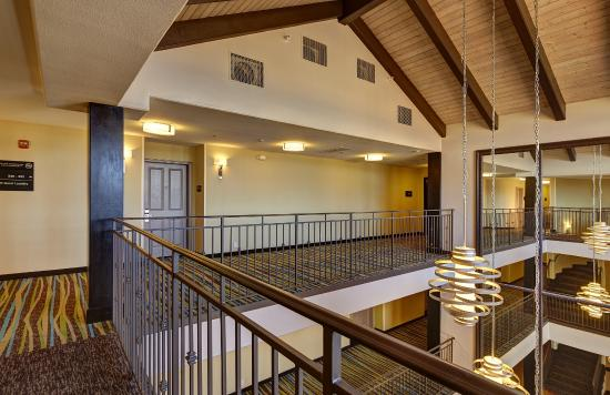 Hampton Inn Morgan Hill: For a special treat, ask for a room with a balcony or fireplace – perfect for a relaxing break i
