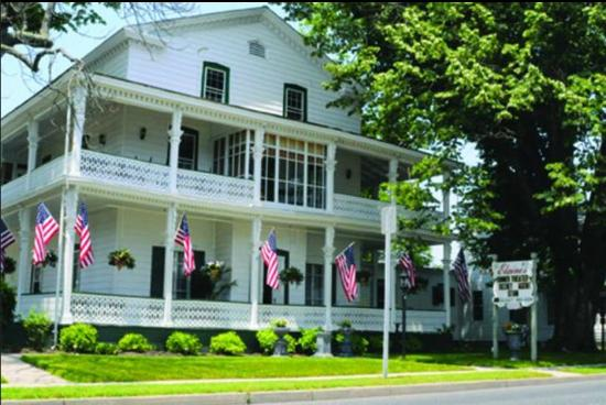 Elaine's Bed & Breakfast Inn: Spring Time
