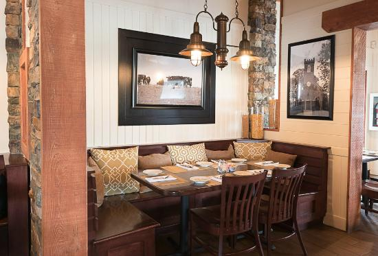 Kennedyville, MD: Semiprivate dining nooks
