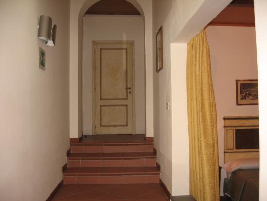 Panella's Residence: Room 44 entrance hallway