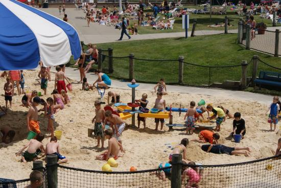 Cranberry Township, PA: Cranberry is full of community parks and recreation complexes.