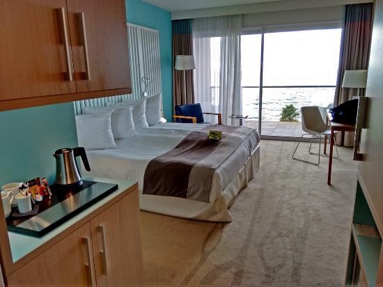 Chambre photo de radisson blu resort spa ajaccio bay for Chambre de commerce ajaccio