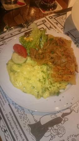 vegetarische maultaschen mit schw bischem kartoffelsalat bild von restaurant zum g ldenen. Black Bedroom Furniture Sets. Home Design Ideas