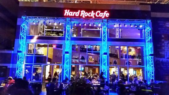 Hard Rock Cafe Mall of America: Exterior Patio At Night