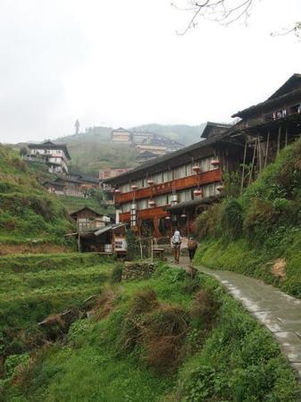 Long Ji One Hotel: Walk up to Long Ji One