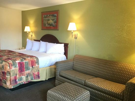 Americas Best Value Inn Forrest City: Standard King bedroom