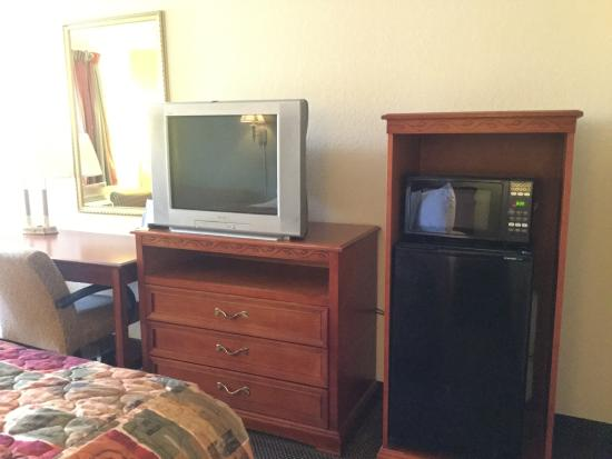 Americas Best Value Inn Forrest City: Fridge and Microwave in all room