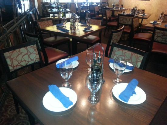 Trata Greek Taverna: Where People Are Not Sitting