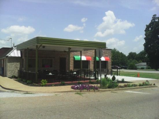 Trenton, TN: Outside Dining